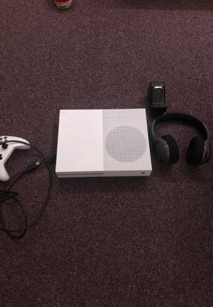 Xbox one s , control, WIRELESS headset with USB port , RECHARGEABLE docking station with battery for Sale in San Diego, CA