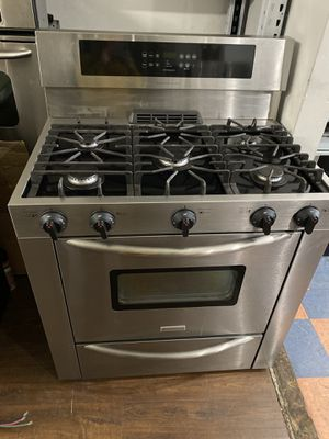 """FRIGIDAIRE GAS RANGE 36"""" FIVE BURNER STAINLESS for Sale in West Covina, CA"""