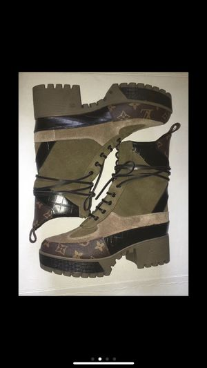 Louis Vuitton Desert Boots for Sale in Penn Hills, PA