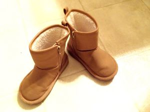 Babygap toddler cozy boots size 9 for Sale in Alexandria, VA