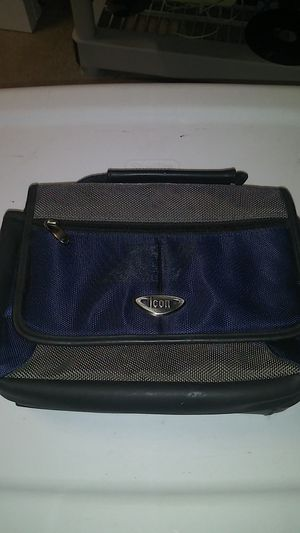 DVD player case or a small labtop case for Sale in St. Petersburg, FL