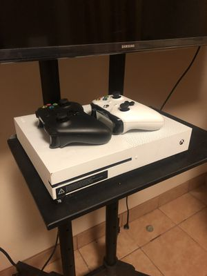 Xbox 1 (1 terabyte) for Sale in San Antonio, TX