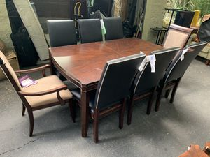 DINING ROOM TABLE SET WITH 2 LEAFS for Sale in Snellville, GA