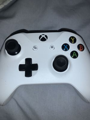 white xbox 1 controller 25 no less for Sale in Hialeah, FL