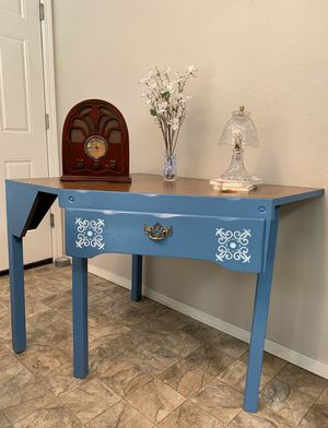 """Vintage Corner Table ( L 40"""" X W 30"""" X H 30"""" ) for Sale in Tacoma, WA"""