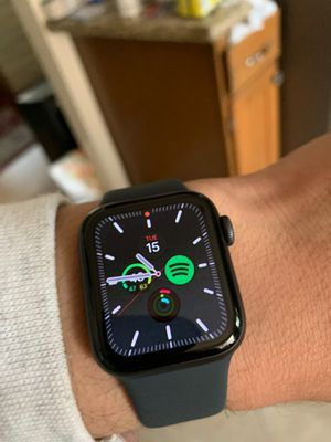 Apple Watch Series 5 // 40mm // cellular for Sale in Portland, OR