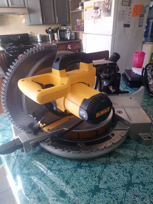 Like new conditions miter saw 12 inch Dewalt for Sale in Las Vegas, NV