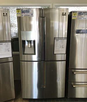 Samsung 28 cu. ft, 4- Door Flex French Refrigerator in Stainless Steel with showcase for Sale in Fresno, CA