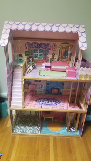 """Barbie Doll Play House Girls Kids toy 48""""H 32""""W 13"""" D Good condition. for Sale in Orange, CA"""