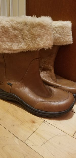 Ugg leather womans boot with fur for Sale in Bronx, NY