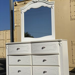 ❗️USED! DRESSER With mirror Ashley Furniture ! FREE DELIVERY IN LA-OC for Sale in Fountain Valley, CA