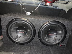 2 12in 1400 W Pioneer Champion Series Subwoofer & 1500 W Crunch Amp for Sale in Chicago, IL
