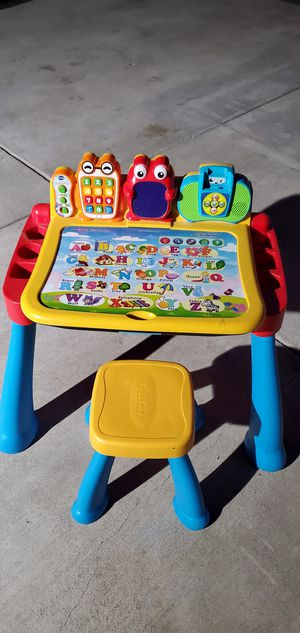 Kids activity desk ***FREE*** for Sale in Baldwin Park, CA