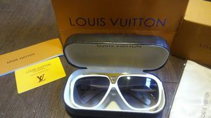 Louis Vuitton Evidence Sunglasses for Sale in Wichita, KS
