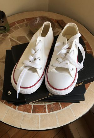 Toddler Converse 9c for Sale in Springfield, MA
