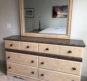 Dresser with Mirror and Matching Nightstands (2) for Sale in San Carlos, CA