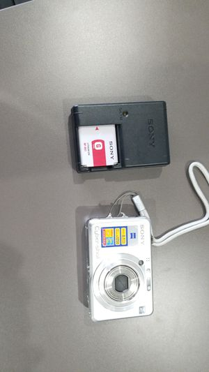 Sony cyber shot 8.1 megapixels camera for Sale in Shawnee Hills, OH