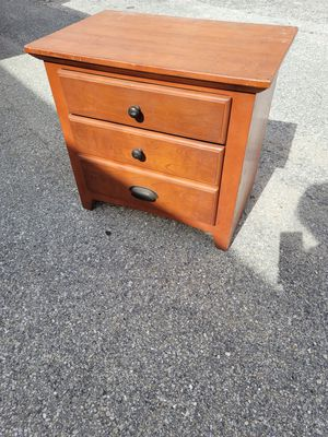Solid Wood Side/End Table for Sale in Orlando, FL