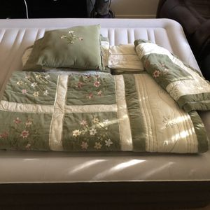 Queen size bedding for Sale in Glendale, AZ
