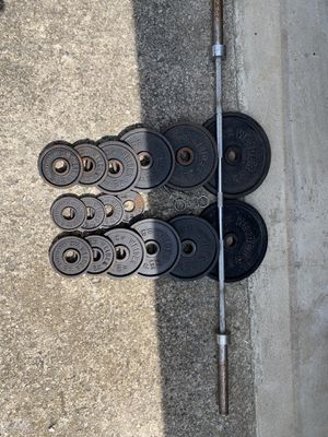250 Pounds Olympic Weight set with Olympic Barbell for Sale in Columbus, OH