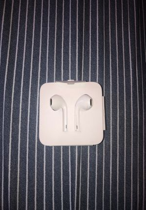 Apple earbuds aux(barely used) for Sale in Alafaya, FL