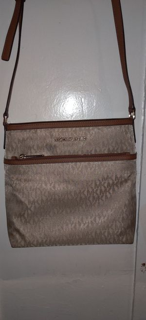 Michael Kors Kempton Medium Messenger Crossbody Bag for Sale in San Pedro, CA