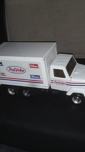 1978 PRESSED STEEL TRUE VALUE HARDWARE BOX TRUCK 10 INCHES LONG ORIGINAL CONDITION VERY CLEAN for Sale in Providence, RI