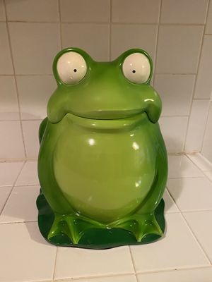 BIG FROG DECOR+CONTAINER for Sale in Corona, CA