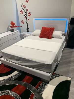 New white queen 5 pieces bedroom set with LED LIGHT 💡 FREE DELIVERY and installation. Also available in black. Bed frame, mattress, dresser, mirror a for Sale in Hollywood, FL