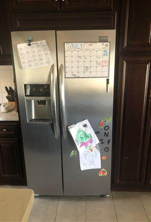 Refrigerator (Frigidaire) for Sale in Long Beach, CA