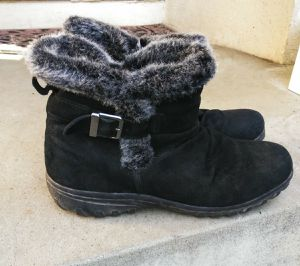 !! Ladies Snow/Rain Suede Leather Zipper Boots for Sale in Los Angeles, CA