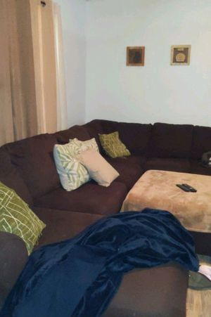 Sectional Couch w/ Ottoman for Sale in Ruther Glen, VA