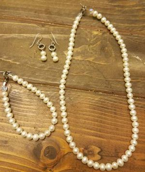 Faux Pearl Jewelry Set for Sale in Westminster, CO