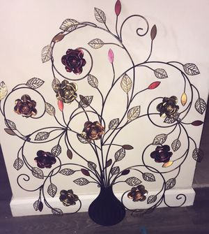 Metal, flowered wall decor for Sale in Columbus, OH