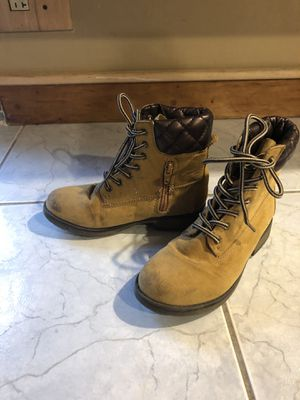 Stevies girls size 1 boots for Sale in Haverhill, MA