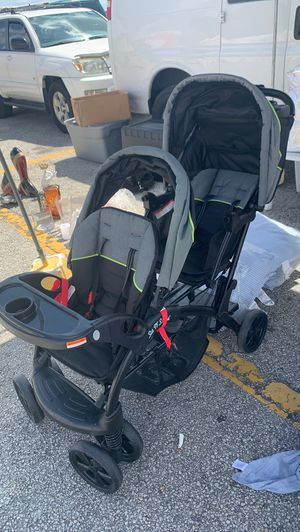 Two Child Stroller (Like New) for Sale in Delray Beach, FL