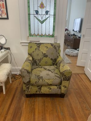 Gently used chair for Sale in Brooklyn, NY
