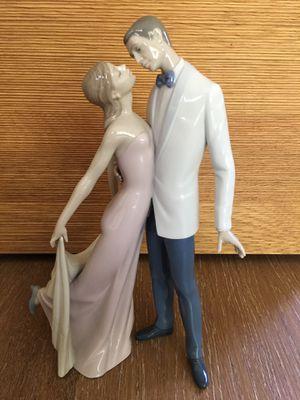 Lladro Happy Anniversary Couple Figurine for Sale in MONARCH BAY, CA