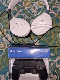 PS4 Controller And White Turtle Beach Headset for Sale in Salem,  NH