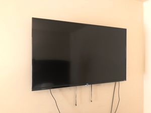 50 inch smart TCL 4K TV with Built in Roku for Sale in North Miami Beach, FL
