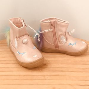 cat and jack UNICORN boots 6 baby girl for Sale in Agoura Hills, CA