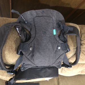 GOOD AS NEW CONVERTIBLE Baby Carrier for Sale in Irving, TX