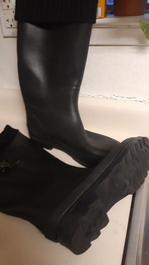 Womens rain boots size 8. for Sale in Bakersfield, CA