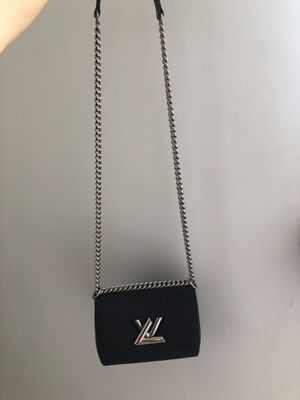 LOUIS VUITTON TWIST CHAIN MM HAND BAG for Sale in Perth Amboy, NJ