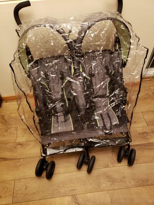 Double seat stroller with transparent rain/wind shield for Sale in Mercer Island, WA