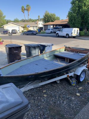 13ft fiberglass fishing boat for Sale in Citrus Heights, CA
