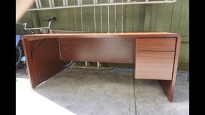 Large Wooden Brown Desk for Sale in MONTGOMRY VLG, MD
