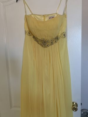 Yellow long dress worn once for prom for Sale in Fresno, CA