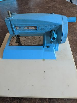 VINTAGE Marx Child sewing machine. for Sale in Chuckey, TN
