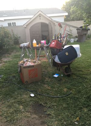10$—>GARDEN SUPPLIES must go before midnight!!!! for Sale in Anaheim, CA